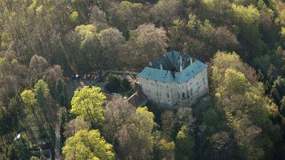 Znalezione obrazy dla zapytania hrad houska